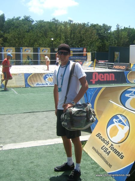 Full time ICTA student, David, from Australia, hanging out at Beach Tennis